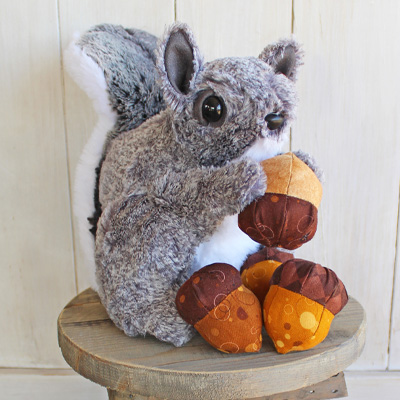 Gray squirrel with acorns rustic horseshoe